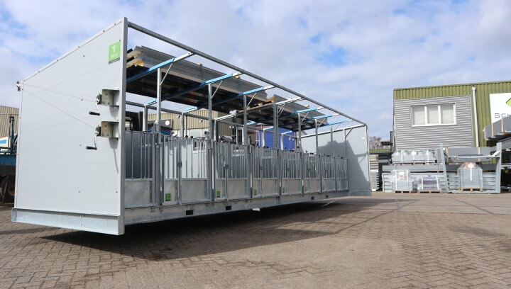 Double Quattro calf hutches