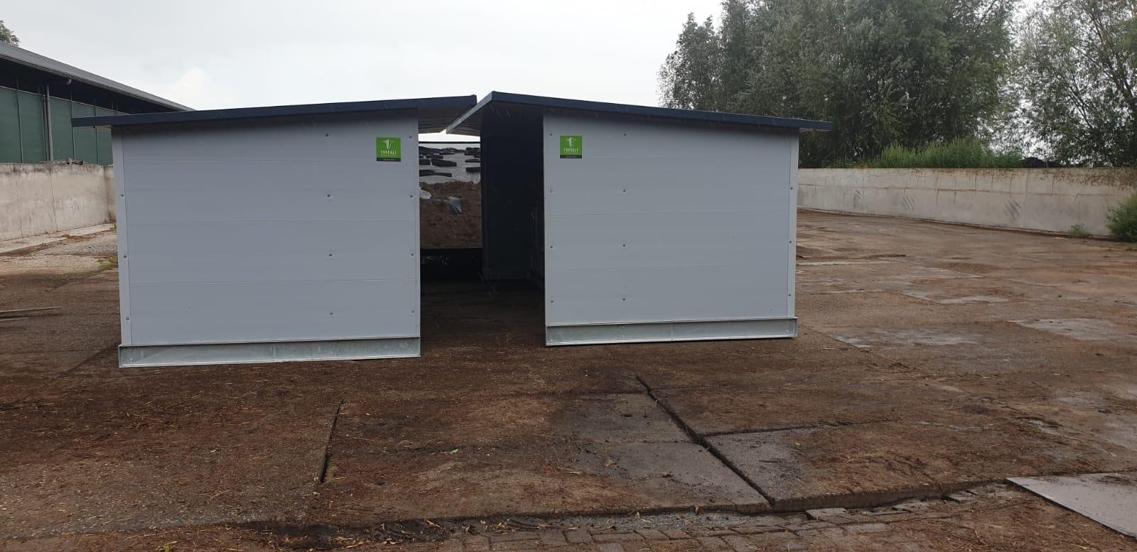 Kälberhütte mit windschutz